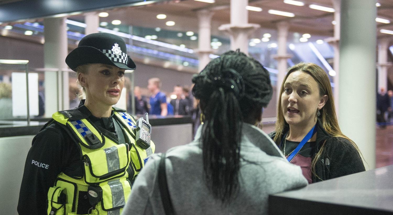 Metropolitan Police Constable talks to a woman