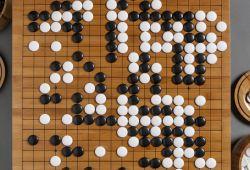 Akıl Oyunları M.Ö 10.000'e kadar dayanan, Çin ve Hindistan bölgesinde keşfedilen, temel amacı akıl ve beyin gelişimini sağlamak olmakla birlikte eğlenceli içerikleri de mevcuttur. İnsanlık tarihi kadar eski olan bu oyun türünün birçok kategorisi mevcuttur. Go, Satranç, Sudoku gibi bir çok farklı oyun ile birlikte genç yaştaki bireylerin beyin gelişimi hedeflenmektedir.  Zekâ-Akıl Oyunları çocukların analitik zekasını, yaratıcılık eşiğini, mantıksal ve matematiksel zekasını,  hafıza ve bellek alanında gelişmesini sağlayacak, uzmanlar tarafından geliştirilmiş oyunlardır.  Gelişim Evi olarak çocuklarımızın genç yaşta aldıkları eğitim ve rehberliğin çok önemli olduğunu düşünmekteyiz. Uzman kadromuz ve yetkin eğitim alanlarımızda çocuklarınıza özel olarak planlanan akıl oyunları eğitimi 5-15 yaş aralığındaki her birey için uygundur.
