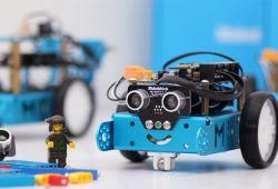 Robotik Eğitimi gelişen teknoloji çağına ayak uydurmak isteyen yaş farketmeksizin her bireyin öğrenip, kendini geliştirmesi gereken bir alandır. Robotik Eğitimi ve çocuklar için kodlama, robotların yaygınlaştığı çağımızda robotik yazılımın temelini öğrenmek üzere kurgulanmıştır.  Çocukların robotik kodlama ve Çocuklar için kodlama temelini öğrenmeleri için seviye farketmeksizin basit seviyeden ileri seviyeye kadar kapsayan eğitimimiz, donanımlı kurumumuzda alanında profesyonel eğitmenler tarafından verilecektir.  Gelişim Evi olarak, çocuklarımızın eğitim ve gelecekteki hayatlarının temelini atmak için her öğrencimize özel kurguladığımız eğitimleri, her seviyeye uygun uyarlayıp, gelişimlerine katkı sağlamak için uzman ekibimizle yanınızdayız.