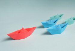 Japon kağıt katlayarak şekiller verme sanatı olan origami, klasik ve modern origami olarak kategorilendirilmektedir. Klasik origami kağıtların katlanmasıyla, modern origami ise kağıtları yapıştırarak ve keserek oluşturulan şekillendirmelerden oluşmaktadır.  Galata Sanat Merkezinde verilen Origami Kursu, alanında tecrübeli eğitmenler tarafından her seviyeye uygun şekilde hazırlanmaktadır. Birebir şekilde gerçekleşen Origami Eğitimi, yaş ve seviye farketmeksizin her bireyin katılabileceği şekilde verilmektedir. Origami sanatının her türlü teorik ve pratik bilgisini öğrenebileceğiniz Origami Kursu, bu sanatı keşfetmek isteyen herkes için Galata Sanat Merkezinde verilmektedir.