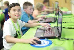 Çocuklar için algoritma eğitimi(9-14 yaş), Boğaziçi Üniversitesi Kuzey Kampüs Teknopark bünyesinde, Boğaziçili öğrenci ve mezunları tarafından verilecektir. Bilgisayarın çalışma mantığını anlatan algoritmaya giriş dersimiz, çocukların anlayabileceği seviyeye göre özel olarak hazırlanmıştır.  Eğer çocuğunuzun bilgisayara olan ilgisinin farkındaysanız ya da bu konuda ona kendisini tanıma fırsatı sunmak istiyorsanız, bu eğitim tam ona göre. Çocuğunuz eğitim boyunca; algoritma ne işe yarar, bilgisayar oyunları nasıl yapılır, bilgisayara komut nasıl verilir, kod nasıl yazılır gibi bir çok sorusuna cevap bulacak. Hatta ilk oyununu bizimle yazacak ve diğer çocuklarla paylaşacak. Analitik düşünme yeteneği ve algoritma kurma becerisinin hayatına neler kattığını görecek ve sizlerle paylaşacak. Bu eğitim boyunca, Boğaziçi Üniversitesi Mühendislik ve Eğitim Fakülteleri öğrencileri, çocuklarınızın hem eğlenceli hem de eğitici bir dönem geçirmesinde onlara rehberlik edecek. Çocuklarınız, 5 hafta boyunca, her hafta bilgisayarın çalışma mantığını daha yakından tanıyıp, eğitimin sonunda kendi oyunlarını kendileri yazacaklar.