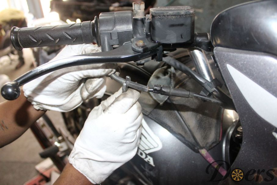 Step number 2 image for Accelerator or Throttle Cable Adjustment
