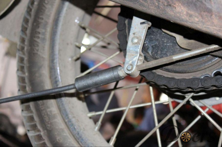 Step number 3 image for Drum Brake Adjustment
