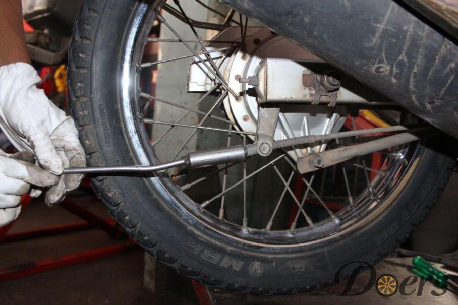 Step number 1 image for Drum Brake Adjustment