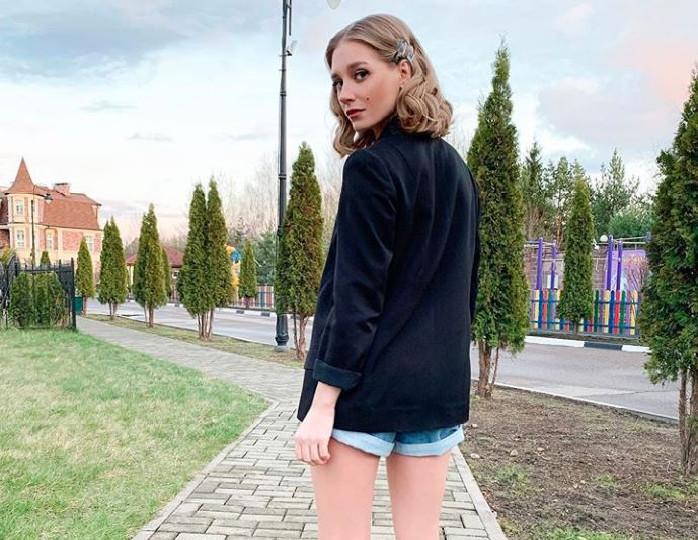 Сколько тратят на покупку загородных особняков российские звезды