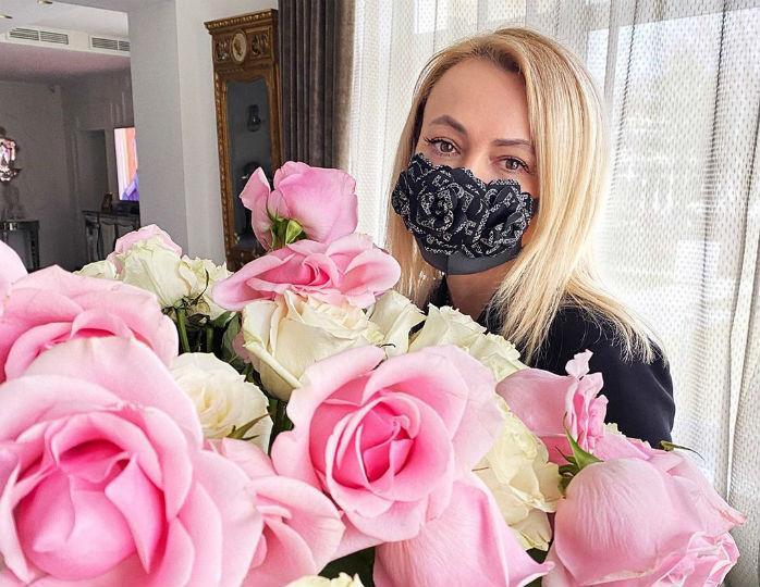 «Имею право»: Рудковская в халате и с полотенцем на голове позавтракала «запрещенкой»