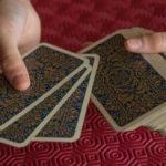 6 Cara Merawat Kartu Tarotmu
