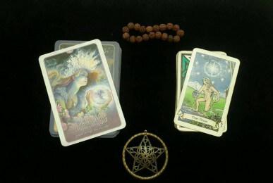 Perbedaan Tarot dan Oracle