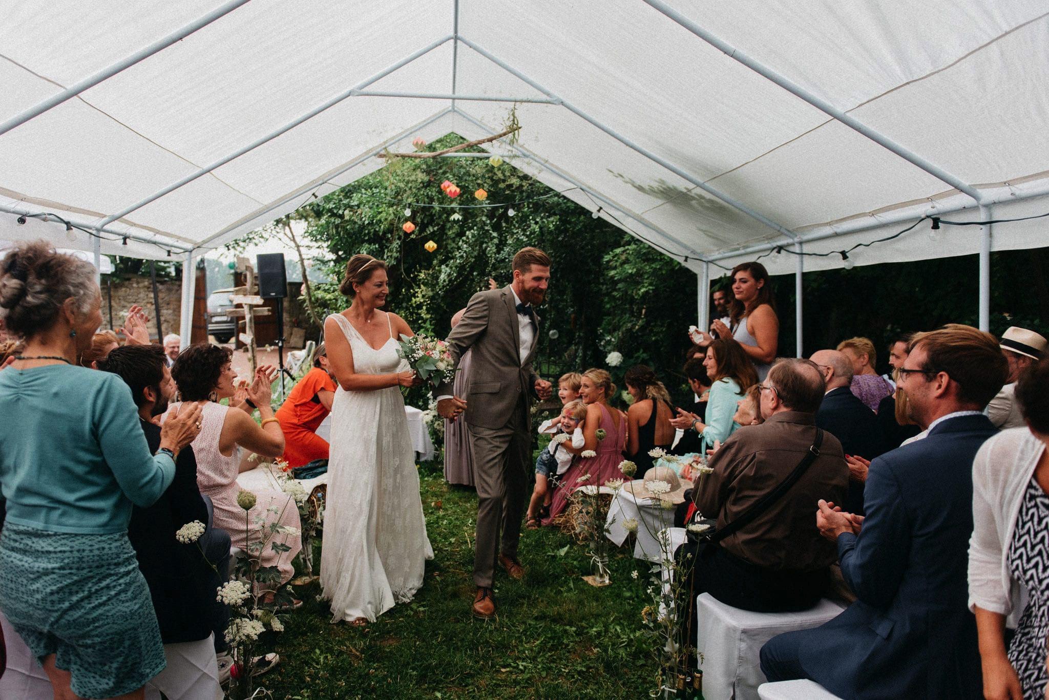 Auszug des Hochzeitspaars nach freier Trauung