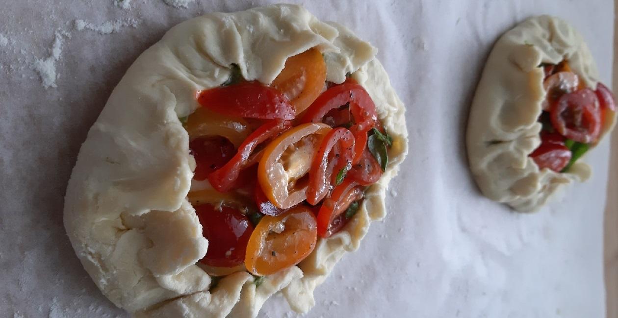 Tomaatti-Pesto-Galette | Ruokaohje | Kaviaarista arkeen.