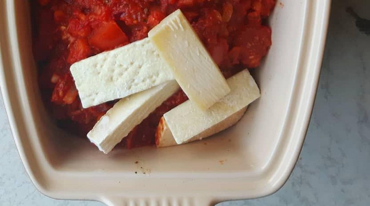 Vinkkejä ruokahävikin minimoimiseen: Raasta ja pakasta juustonkannikat ja käytä niitä esimerkiksi kastikkeiden maustamiseen.