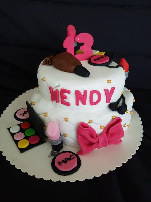 gâteau anniversaire paris licorne fortnite, un pâtissier cakedesigner T8enih
