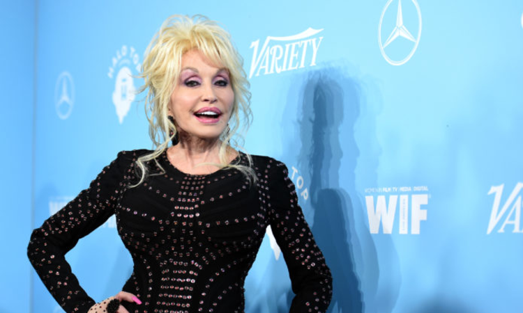 NETFLIX ORDERS DOLLY PARTON ANTHOLOGY SERIES