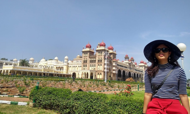 Mysore Palace (Mysuru Palace) : lets see what's inside the palace, the view.