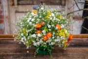 How to make a floral arrangement inspired by Van Gogh
