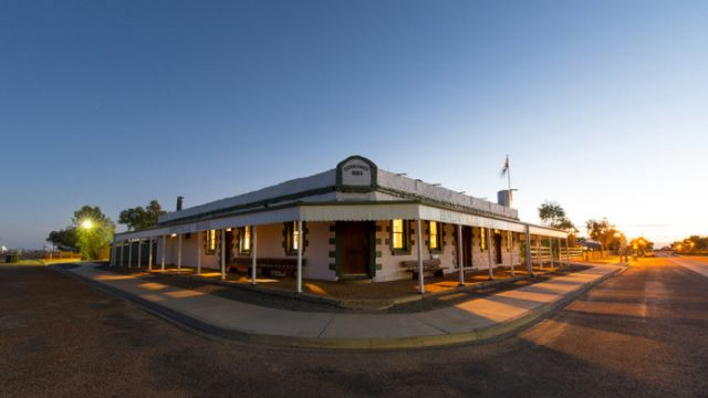 Dick Smith considers a second tilt at owning the iconic Birdsville Hotel