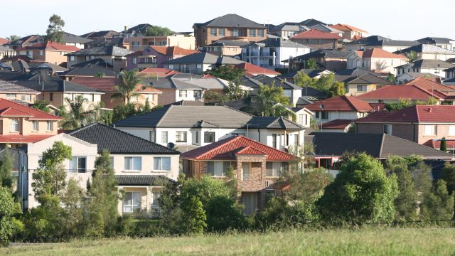 First-home buyers busy in Melbourne's outskirts as investors retreat