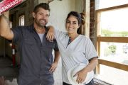 How much money do Block contestants start their reno with, and what happens if they run out?