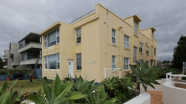Cronulla unit owners make $1.8m windfall with apartment block sale