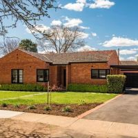 Canberra's clearance rate falls below 50 per cent