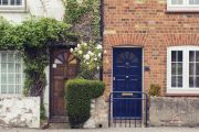 Are you a bad neighbour? Etiquette experts share the most common neighbourly complaints