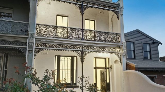Why two North Melbourne auctions had five bidders each in weak market