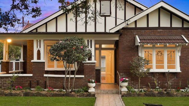 Sydney clearance rate slumps to decade low as sellers adjust