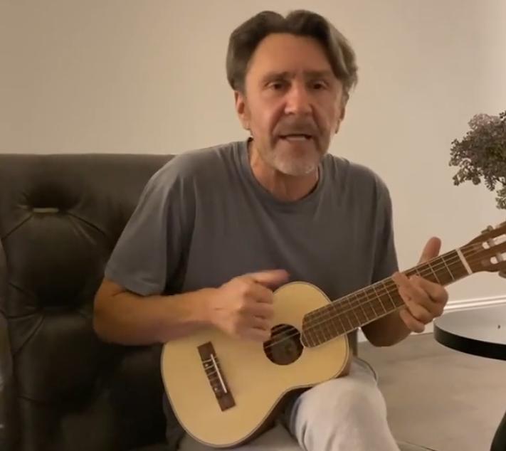 Сергей Шнуров написал гимн карантину и котам