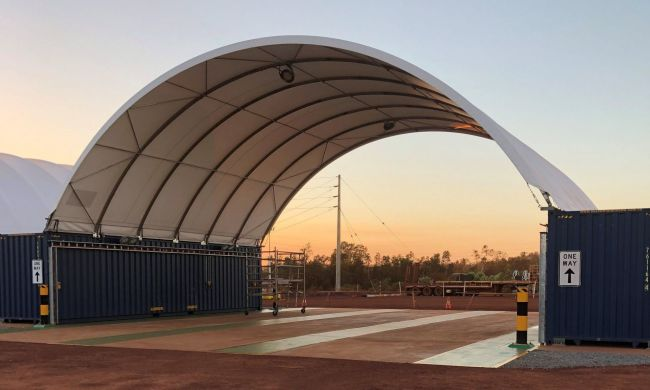 Karratha_building_temporary_shipping_container_shelter