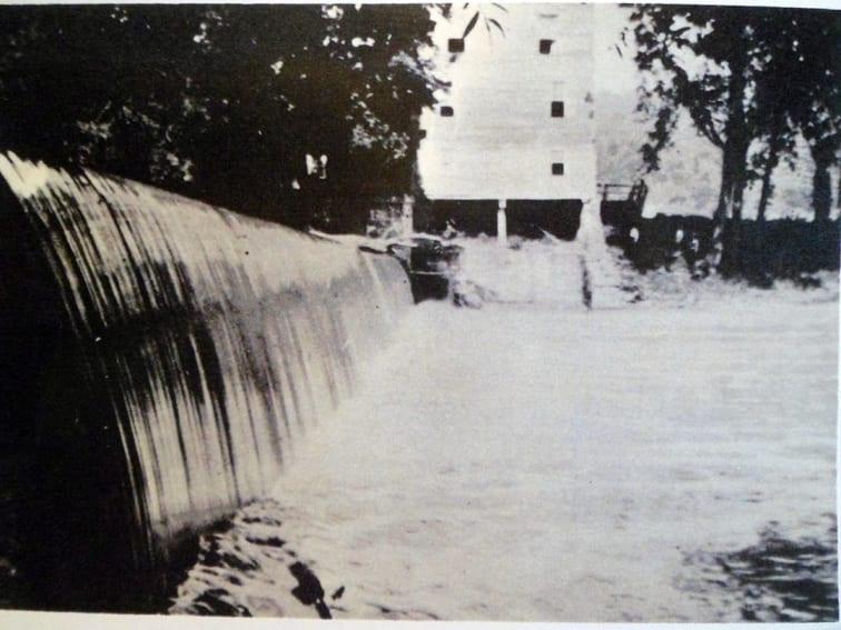 Dixon Mill -- Salt Creek -- Ross County, Ohio -- photo taken 1908