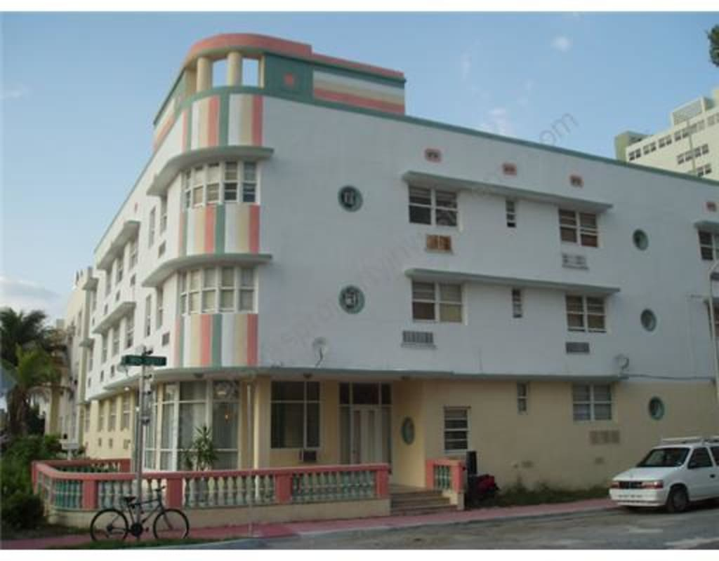 $215,000  Miami Beach holiday let investment