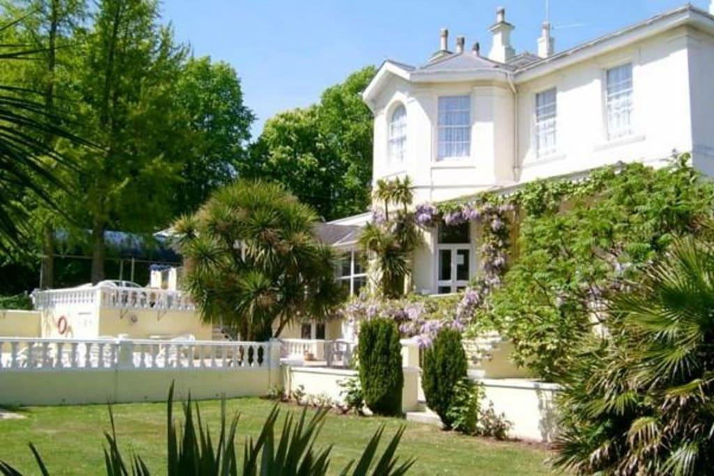 Luxury Retirement resort in English Riviera with 10% NET returns