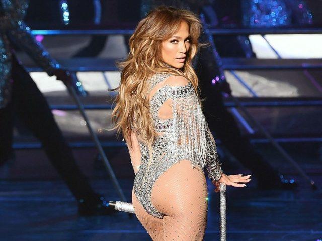 В день рождения Дженнифер Лопес: звезды за 50 в бикини с идеальной фигурой