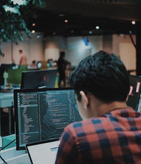 Comment monter en compétences quand on est développeur en reconversion ?