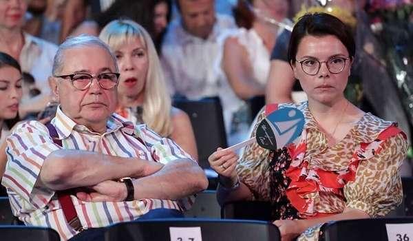 «Я выбираю жизнь»: жена Евгения Петросяна в сети выразила гнев из-за коронавируса