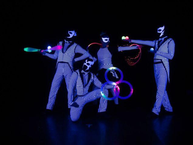 LED zsonglőr show - Fénycirkusz