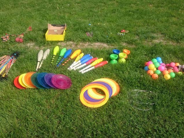 A zsonglőr játszóházban kipróbálható eszközök