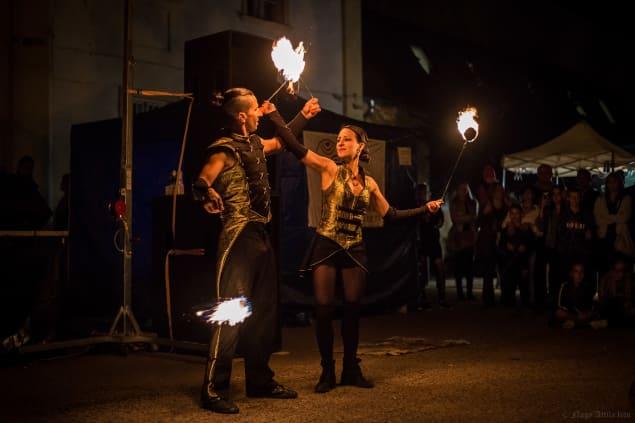 A Duo Vulcano tűzzsonglőr előadása
