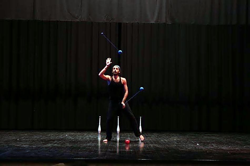 Színpadi zsonglőr show