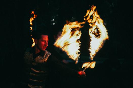 Tűzzsonglőr képek