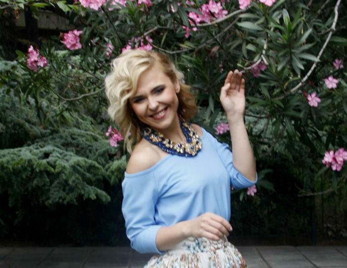 «Несдадимся, мам»: Пелагея запечатлела подросшую дочку в домашней обстановке