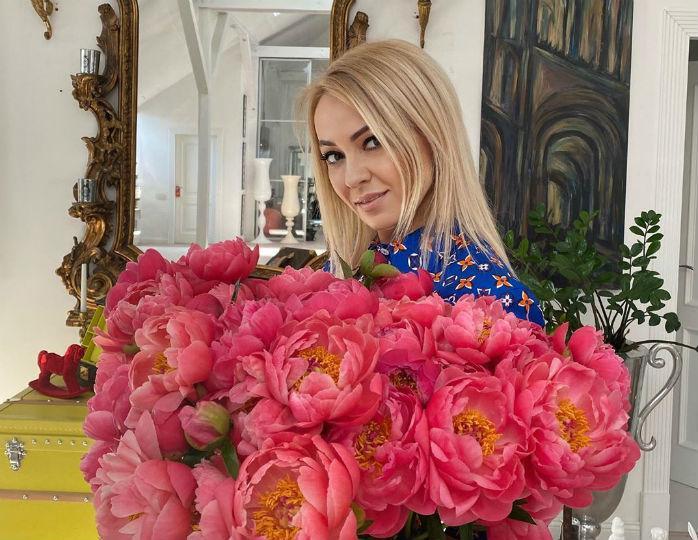 «Женя пластичней Яны»: Рудковская в пижаме и на коньках станцевала с мужем под хит Little Big