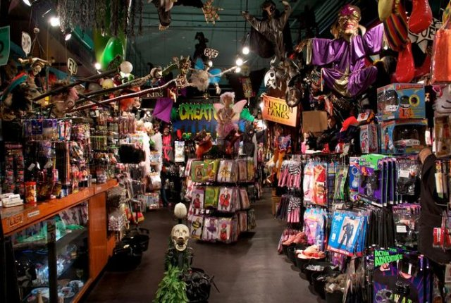 New York Costumes / Halloween Adventure & Top 10 Costume Shops in NYC