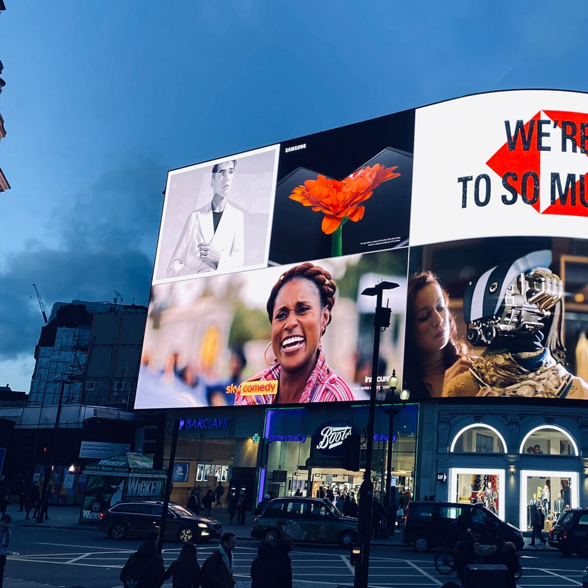 luminous advertising for HSBC at Londons Piccadilly Circus
