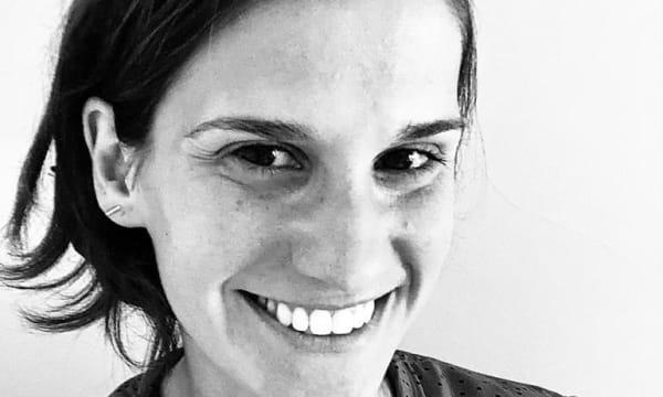 Stella Pirani, head de Planejamento da Wunderman Thompson Brasil, foto preto e branco