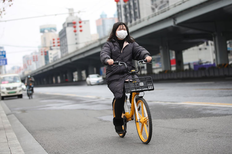 WEB A Wuhan resident on a Meituan bike