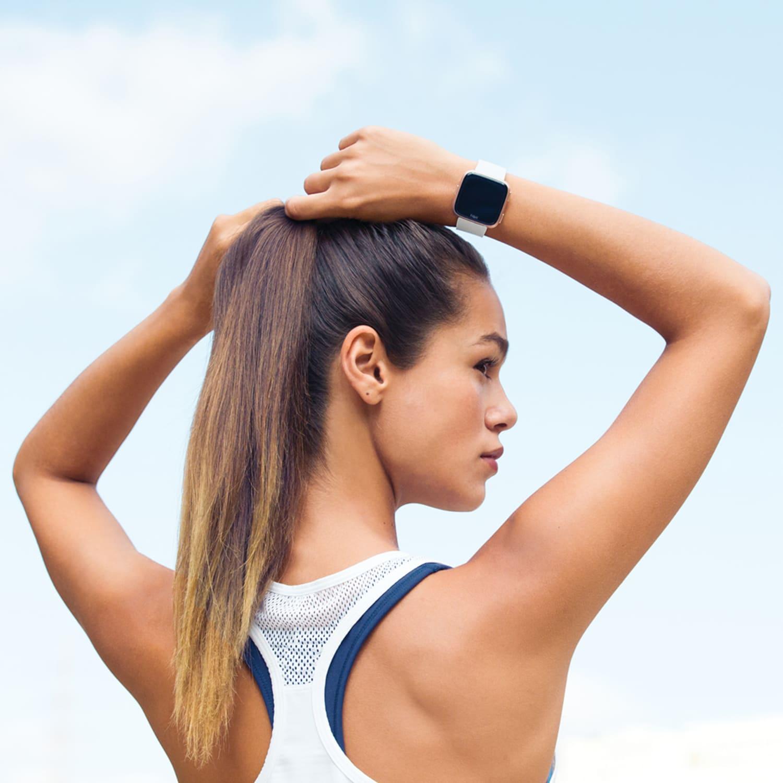 WEB Fitbit Versa Lifestyle Female Outdoor Run