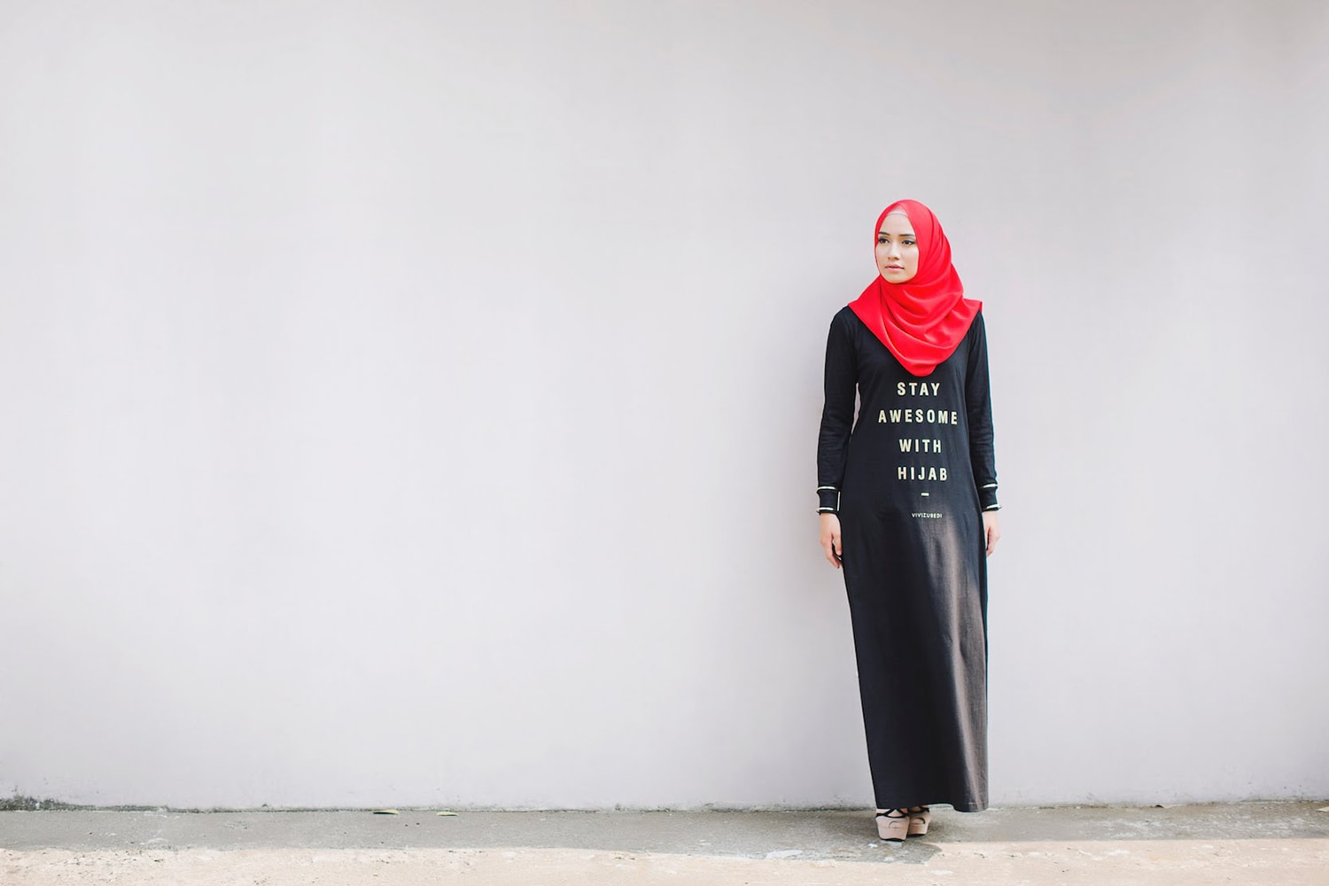 A woman wearing a hijab and long dress for the Vivi Zubedi Basic fashion collection on the modest fashion website Hij Up com