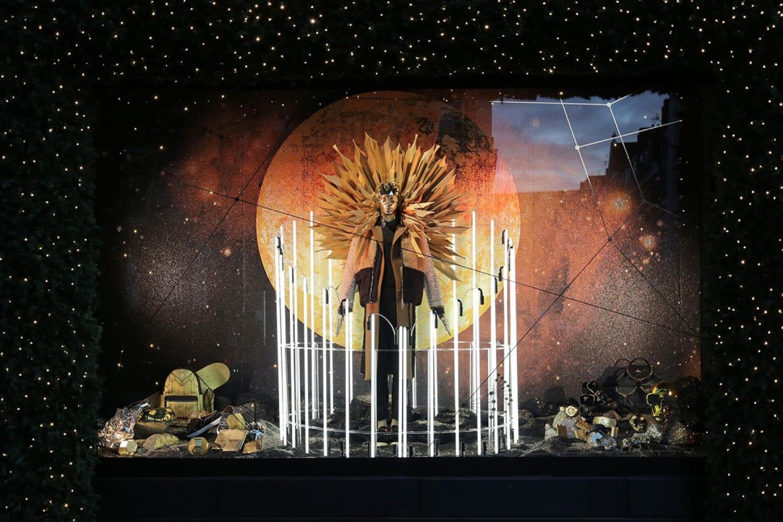 WEB Selfridges Christmas Windows 2015 Journey to the Stars Zodiac Leo