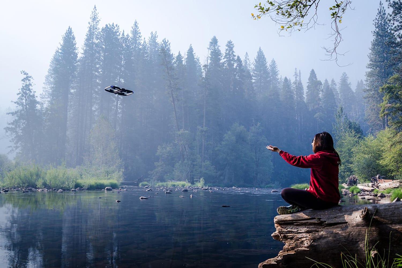WEB Skydio R1 The Self Flying Camera Lake